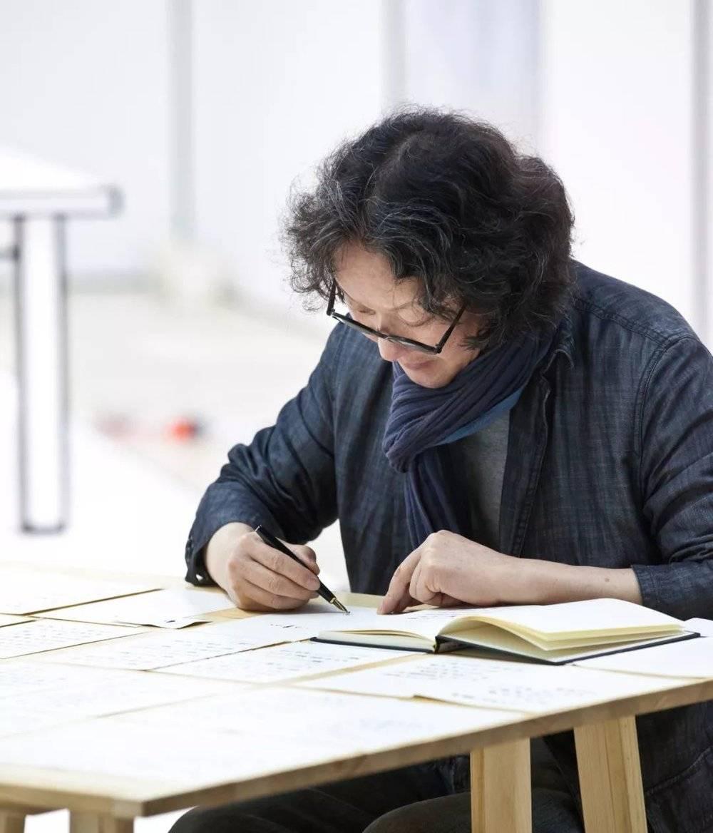 """50后艺术家徐冰的""""符号表情""""先锋实验"""
