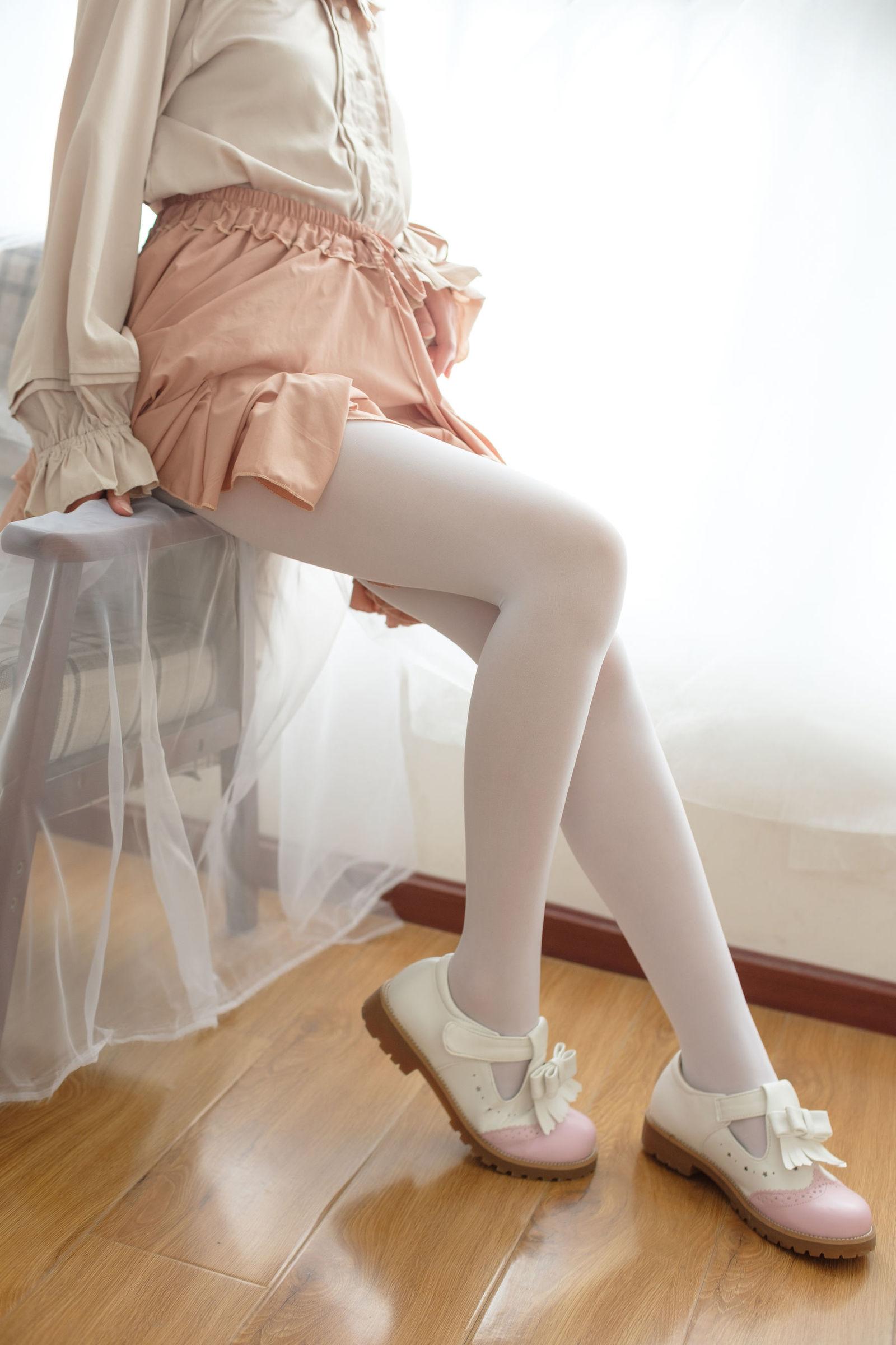萝莉白丝---丝袜写真
